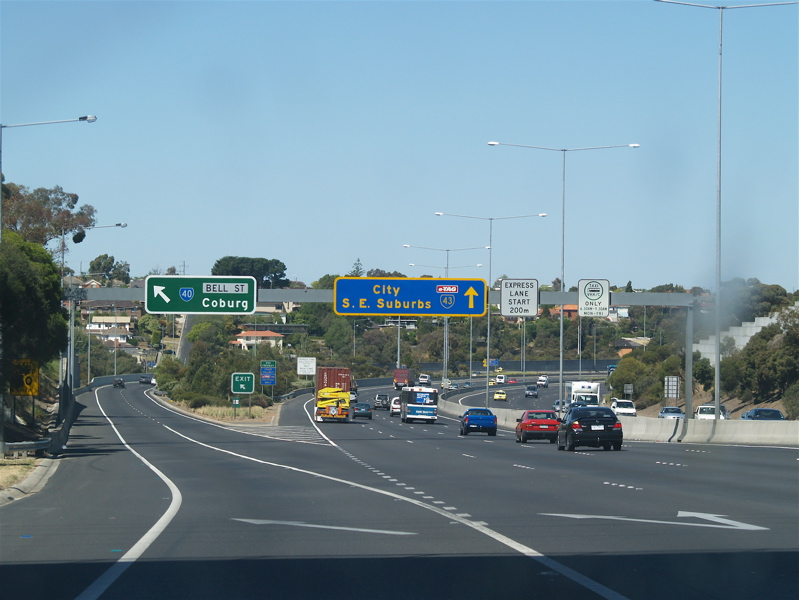 how to get to tullamarine airport from pascoe vale road